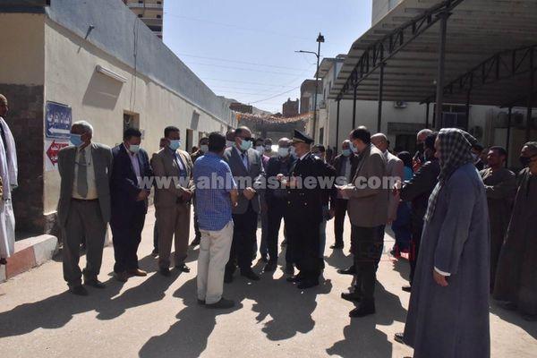 محافظ أسيوط يزور مصابى حادث تفحم أتوبيس بالمستشفى الجامعى