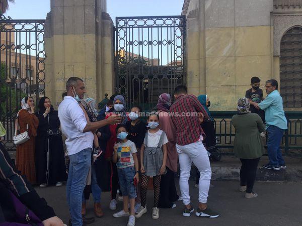 المئات يؤدون صلاة عيد الفطر بالأزهر الشريف