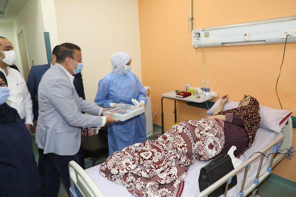 توزيع المحكمة علي مصابي وممرضات عزل الباجور