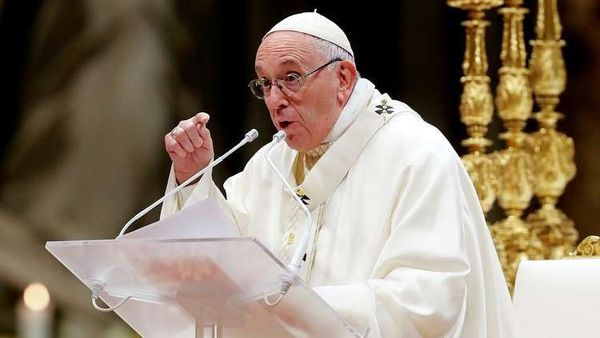 بابا الفاتيكان.jpg
