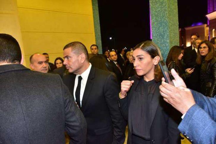 عمرو دياب بصحبة دينا الشربيني في عزاء حسني مبارك