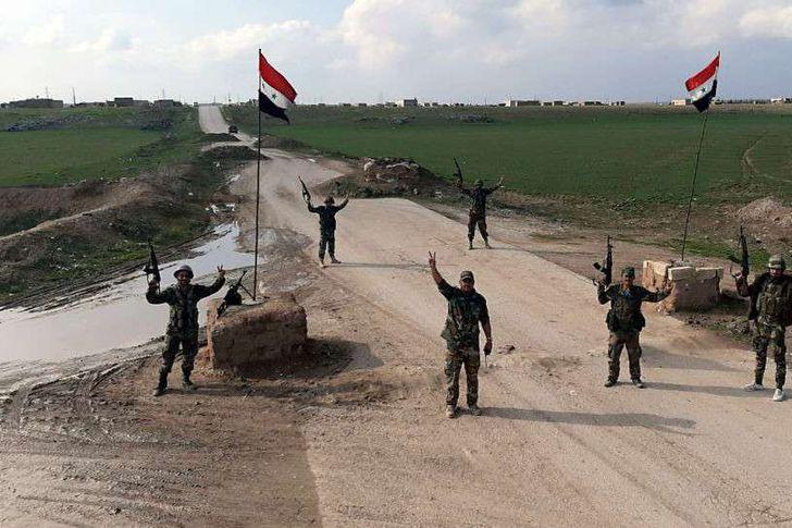 أحد حواجز الجيش السوري بريف الحسكة شرق الفرات (Sputnik )