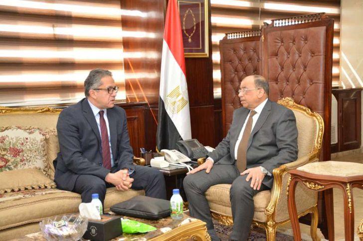 وزير السياحة والآثار يجتمع مع وزير التنمية المحلية