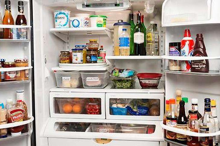 لهذا السبب .. لا تحتفظ بالمعلبات المفتوحة في الثلاجة!