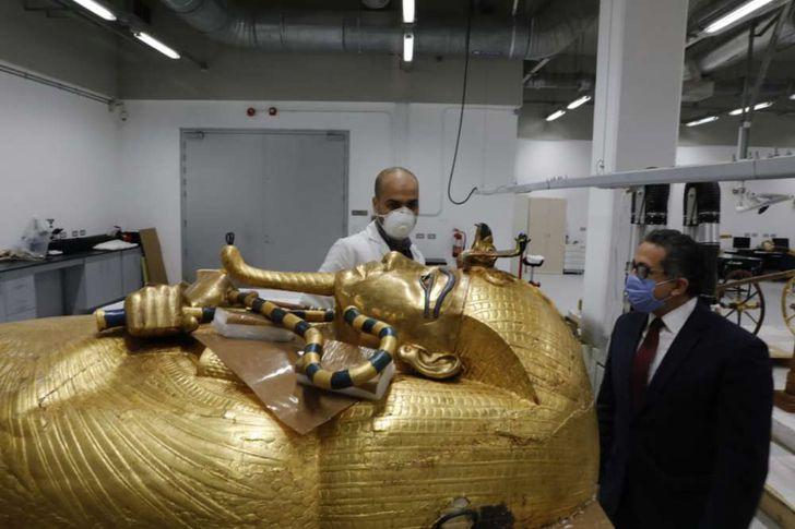 وزير السياحة والآثار بالمتحف الكبير