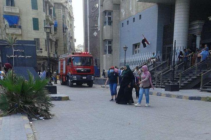 إخماد حريق داخل الشهر العقاري بمجمع محاكم الإسكندرية