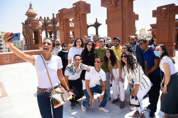 تنظيم زيارة لمجموعة من شباب الدراسين في الخارج إلى قصر البارون