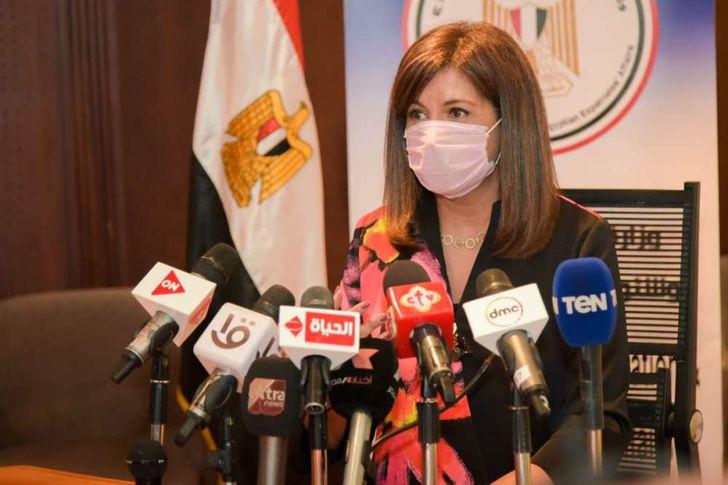 وزيرة الهجرة تتابع تصويت المصريين في الخارج