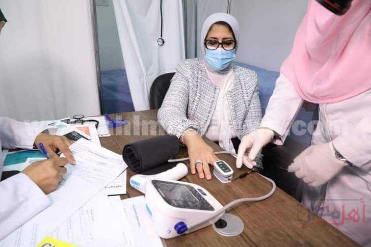 وزيرة الصحة تشارك في تجربة لقاح كورونا
