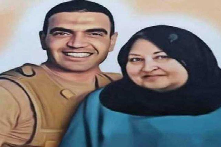 أحمد منسي ووالدته