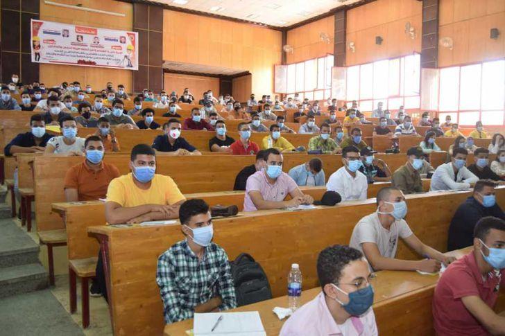 الطلاب أثناء المحاضرة