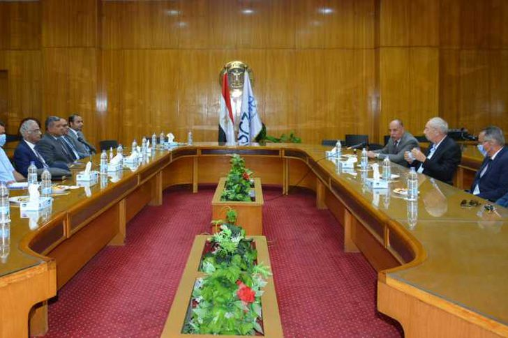 رئيس جامعة بورسعيد فى ضيافة رئيس الهيئة الاقتصادية لمحور قناة السويس