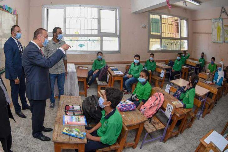 محافظ الإسكندرية يوجه نصائح للطلاب في أول يوم دراسة