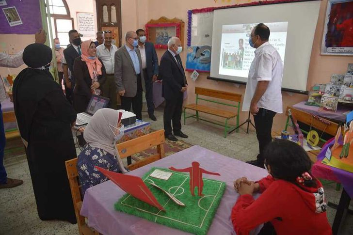محافظ بورسعيد يتفقد المدارس