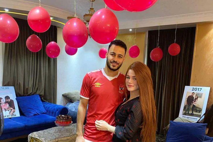 أحمد رمضان بيكهام وزوجته