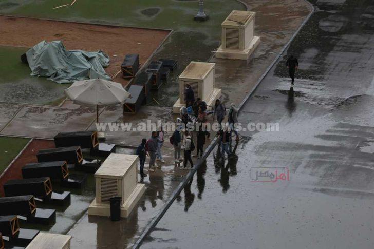 أمطار غزيرة تغرق القاهرة وميدان التحرير