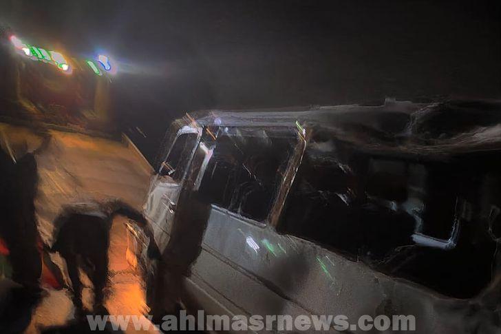 إصابة 5 أشخاص في حادث انقلاب سيارة بالغربية