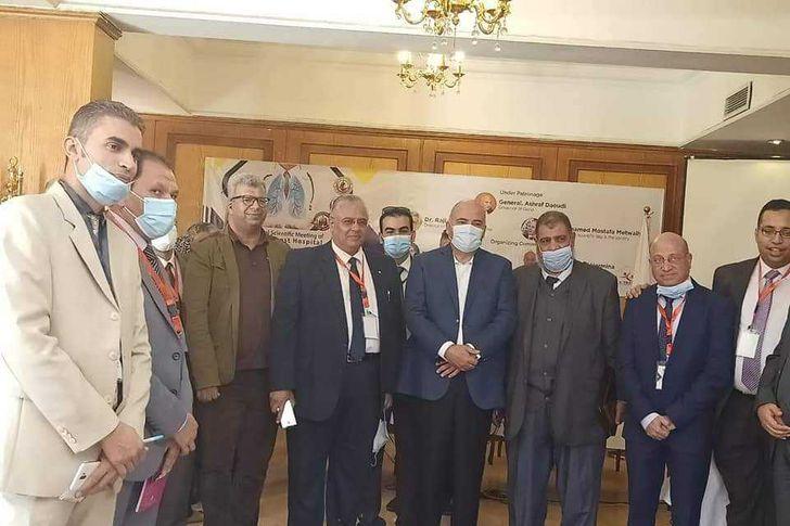 محافظ قنا يشهد مؤتمر بمستشفى الصدر