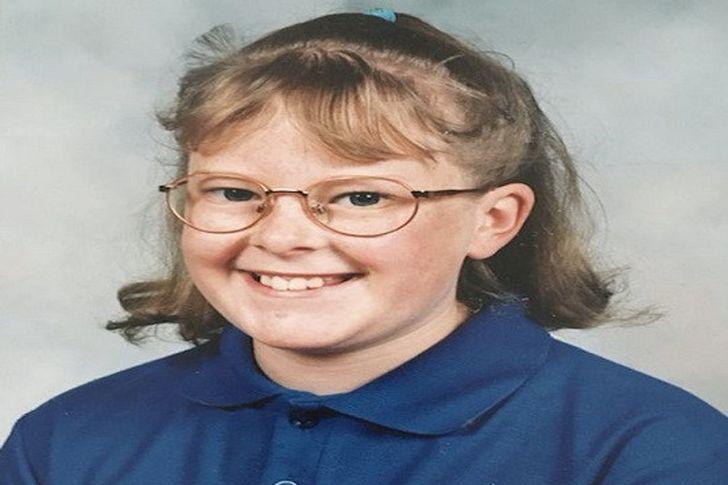 الفتاة في طريق طفولتها