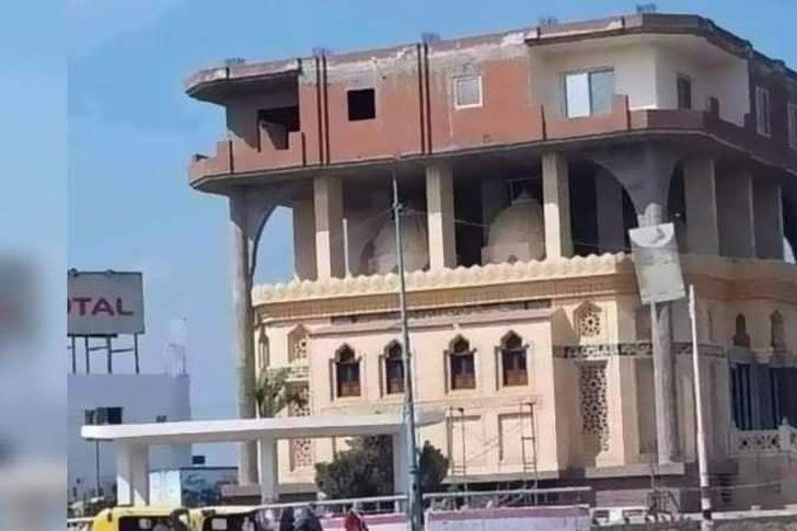 إقامة منزل فوق مسجد بالبحيرة يثير السخرية