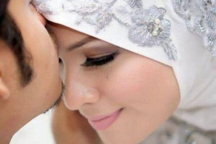 تقبيل الزوج لزوجته