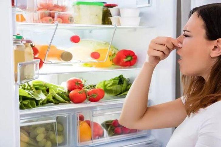 طرق للتخلص من الروائح الكريهة في الثلاجة