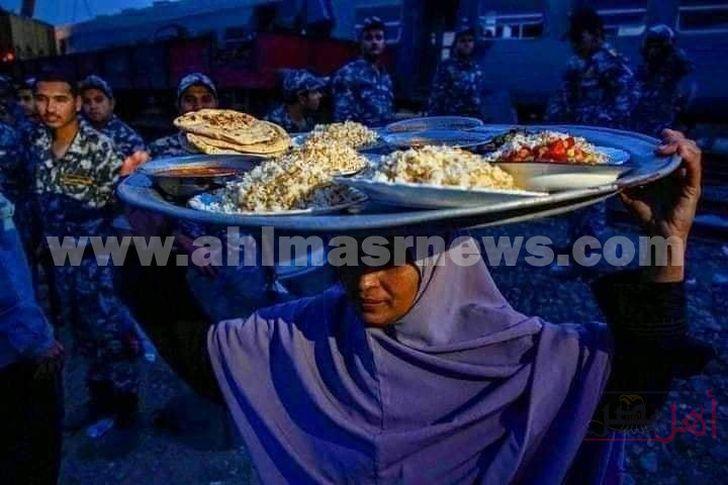 تقديم وجبات الإفطار لمتضرري حادث قطار طوخ