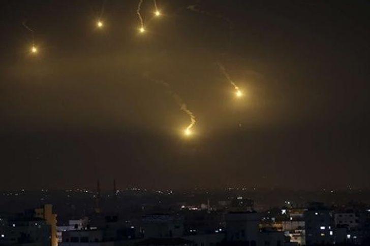 إطلاق نحو 150 صاروخا من قطاع غزة