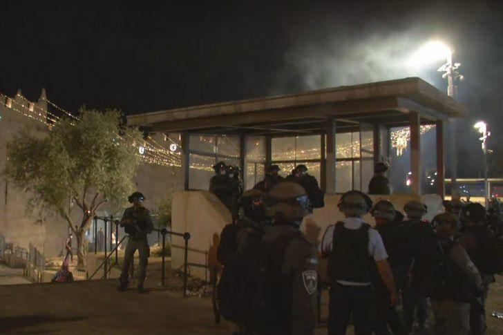 انسحاب قوات الاحتلال الإسرائيلي من المسجد  الاقصى
