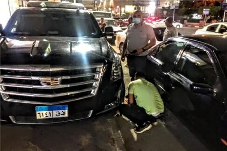 كلبشة سيارة محمد رمضان بالدقي