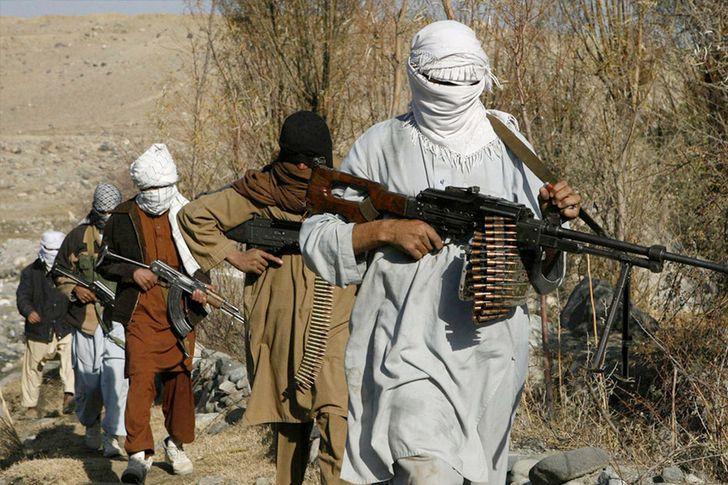 مصرع وإصابة 26 مدنيًا في انفجارين متفرقين بأفغانستان