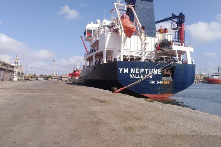 ٢٣ سفينة حركة الملاحة بموانىء بورسعيد الي م