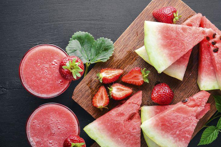 عصير البطيخ والفراولة