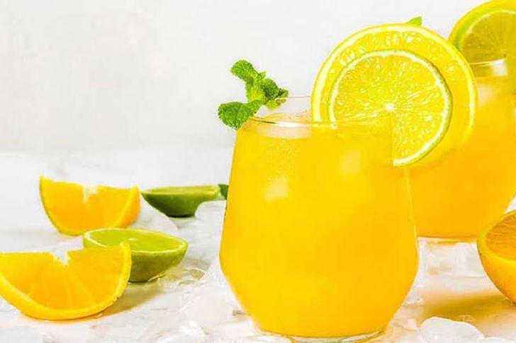 مقادير  عصير البرتقال والليمون.