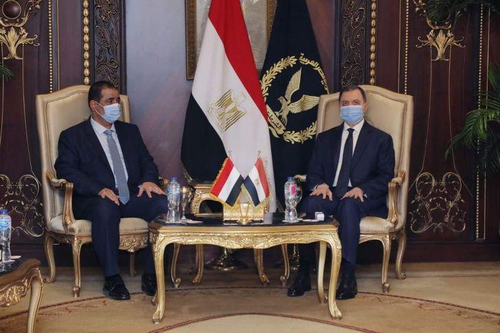 وزير الداخلية مع نظيره اليمني