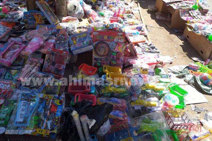 ألعاب وهدايا الأطفال بشوارع كفر الشيخ