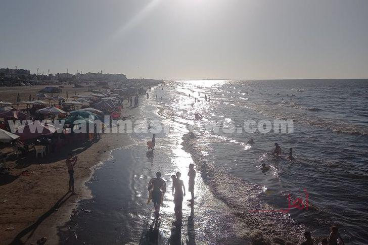 عودة الحياة الى طبيعتها على شاطىء بورسعيد