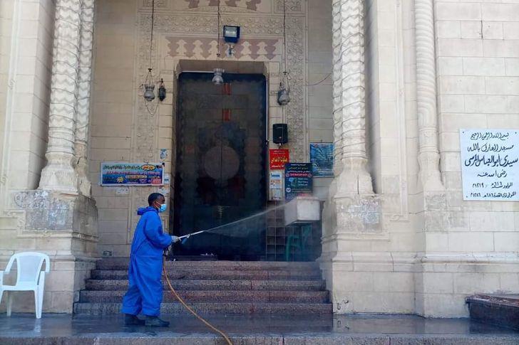 تطهير الحدائق والمنتزهات وساحات الصلاة بالإسكندرية