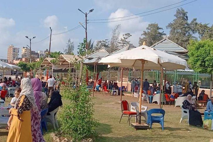 إقبال كبير  من المواطنين على حدائق كفر الشيخ فى ثالث أيام العيد