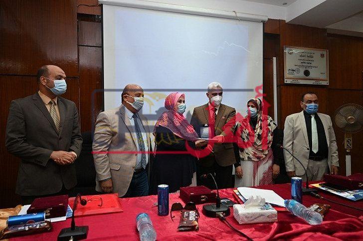 جامعة الفيوم: رئيس الجامعة يشهد الملتقى التوظيفي التاسع بكلية التربية