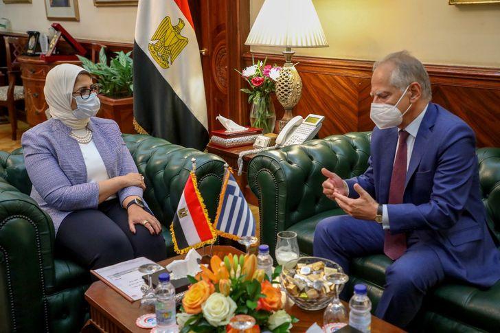 وزيرة الصحة تستقبل السفير اليوناني لدى مصر