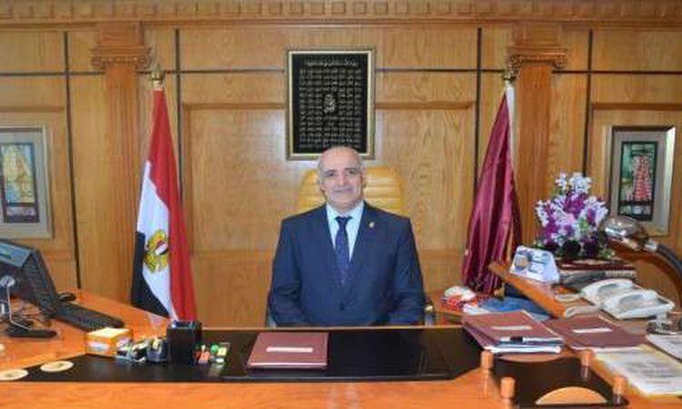 الدكتور أحمد جابر شديد رئيس جامعة الفيوم - أرشيفية