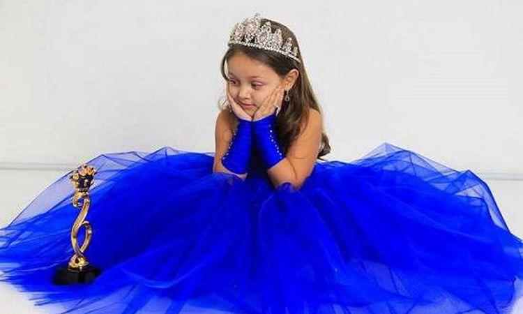 الطفلة المصرية تيا حسن