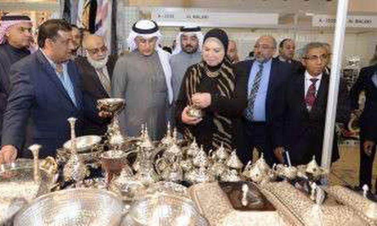 وزيرة الصناعة خلال لقائها بنظيرها البحريني
