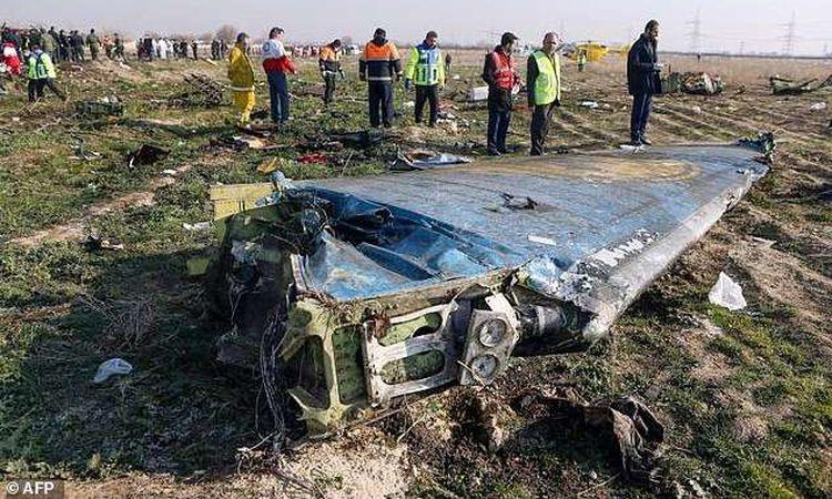 بعض حطام الطائرة الأوكرانية المنكوبة