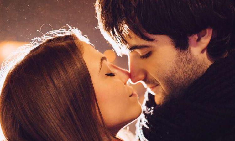 10 فوائد صحية للحب وتبادل القبلات