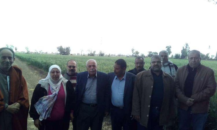 وفد وزارة الزراعة  يتابع محصول القمح في المحافظات