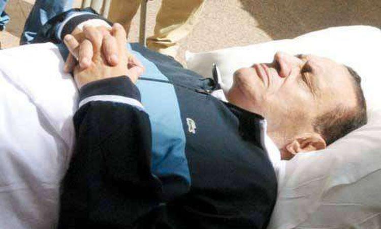 حسنى مبارك فى العناية المركزة