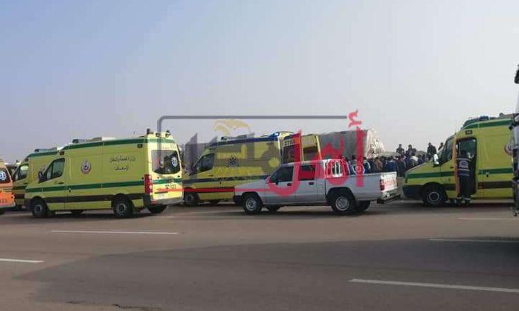 إصابة ٥ أشخاص في حادث تصادم سيارتين ملاكي علي الطريق الصحراوي بالبحيرة