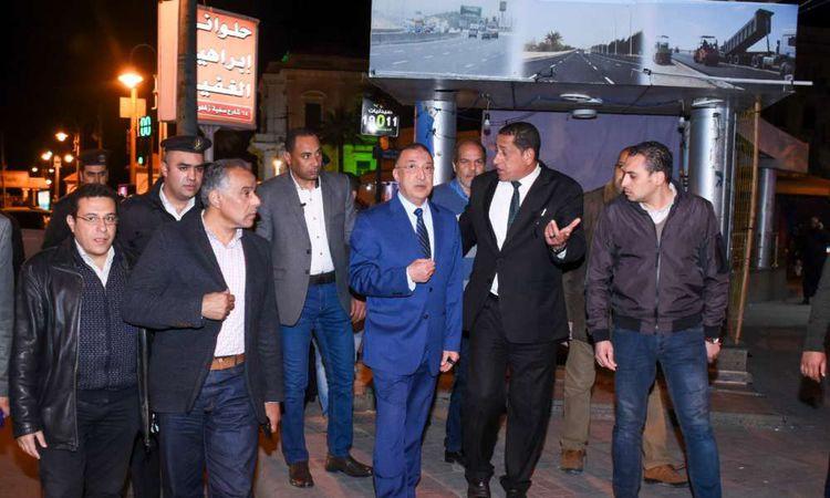 محافظ الإسكندرية يتابع التزام المواطنين بقرار الحظر